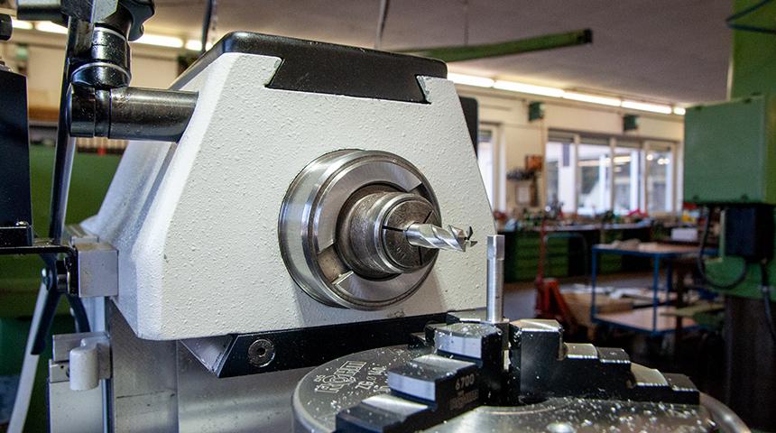 Deckel FP1 – konventionelle Fräsmaschine